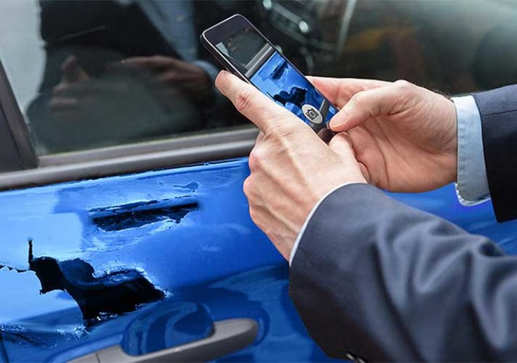 1000x500_car-wreck-cellphone