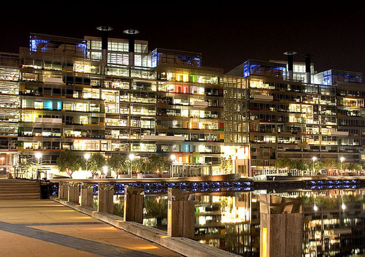 800px-Victoria_Harbour_Offices_at_Night