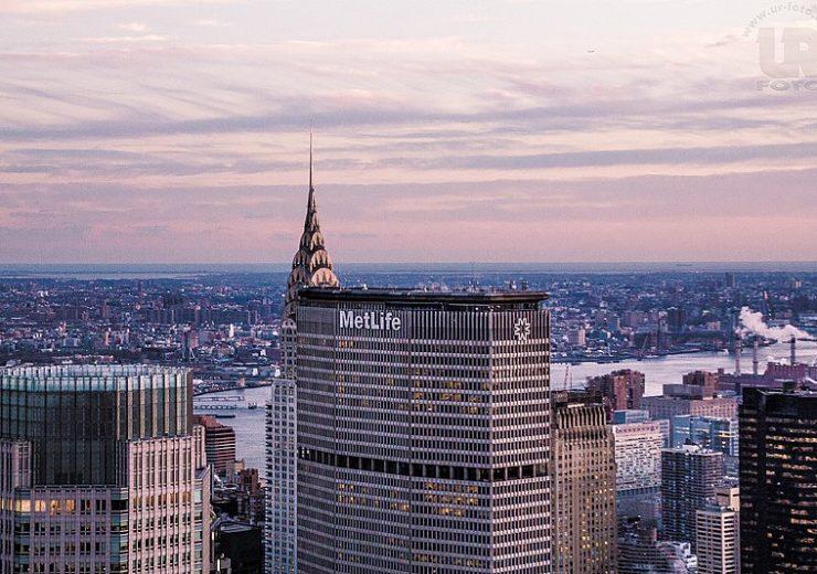 800px-Metlife_Building_Und_Chrysler_Building_(136757291)