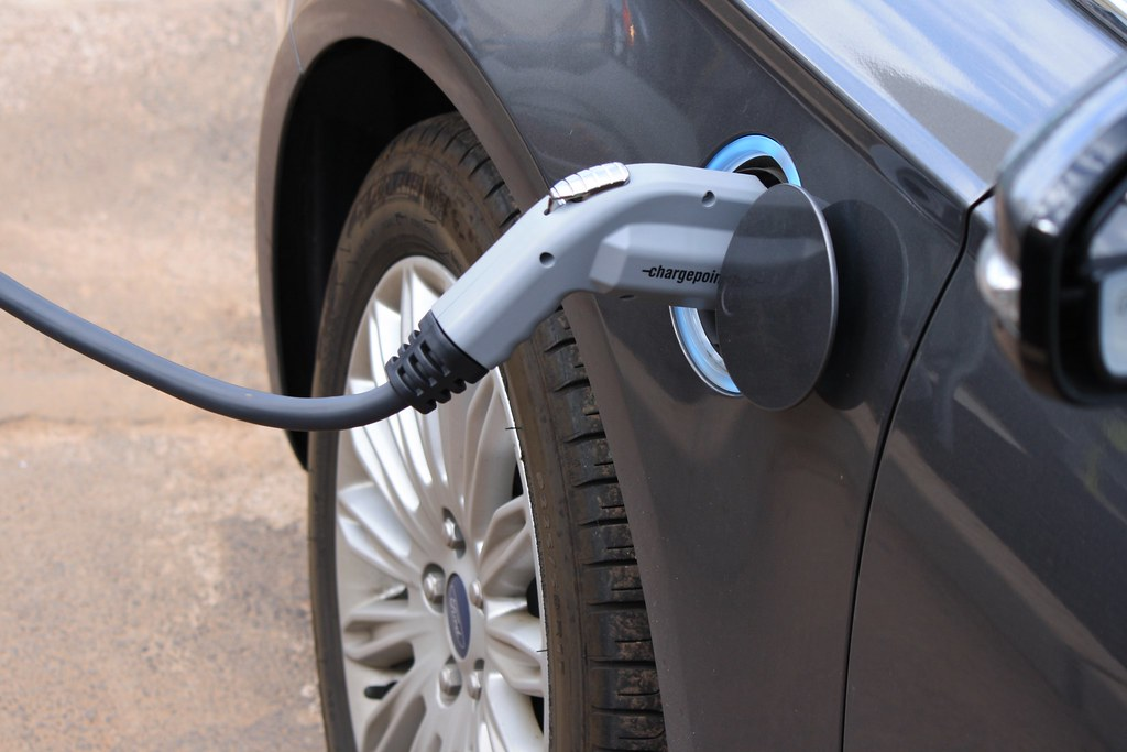 Almost half of US drivers think electric cars should have cheaper insurance, finds ValuePenguin