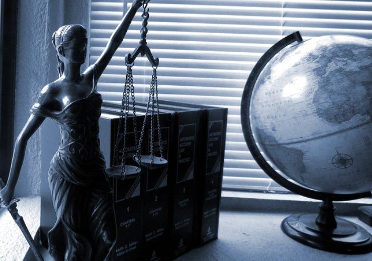 lady-justice-2388500_640